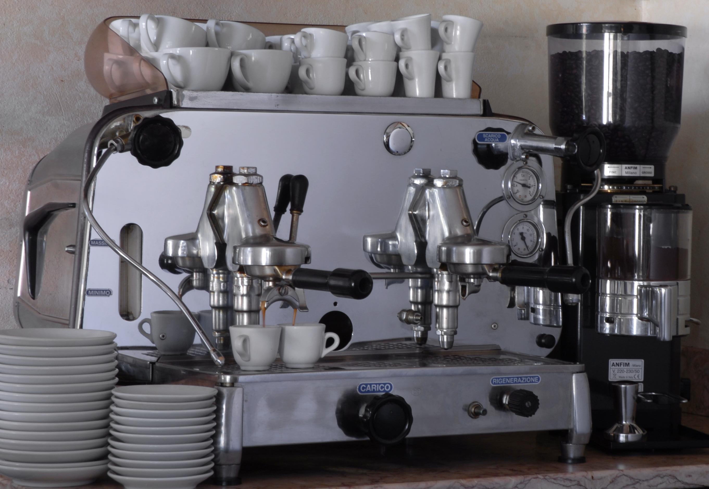 La Papperia prodotti tipici Alzate Brianza ( COMO )MACCHINA DEL CAFFÈ FAEMA E 61 COLAZIONE PASTICCERIA